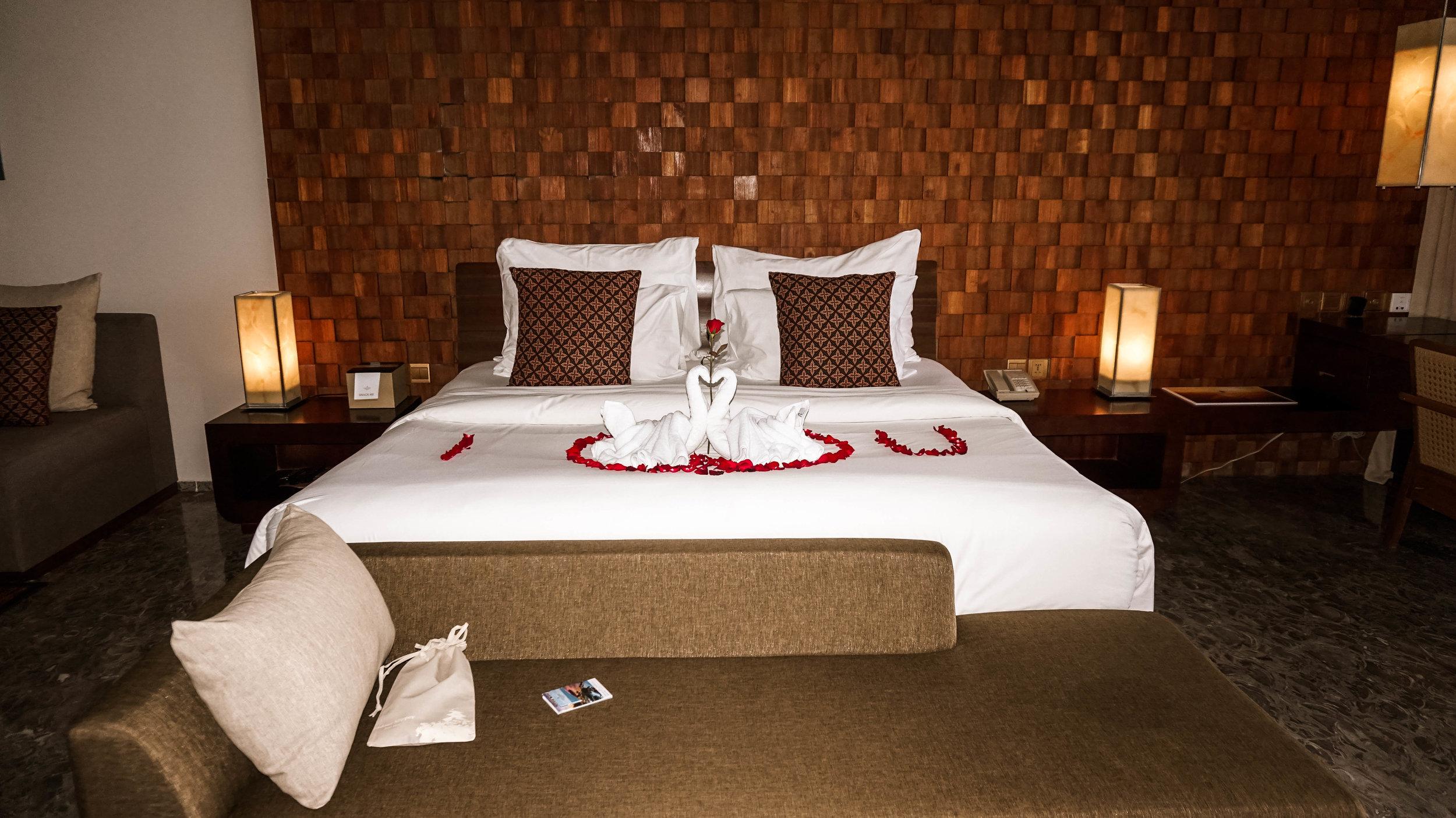 Anantara-uluwatu-bali-resort-ocean-front-suite-2018.jpg