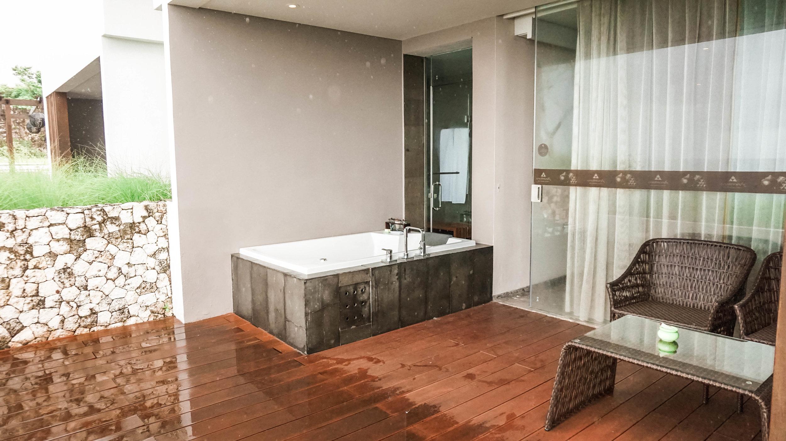 Anantara-uluwatu-oceanfront-suite-2018.jpg