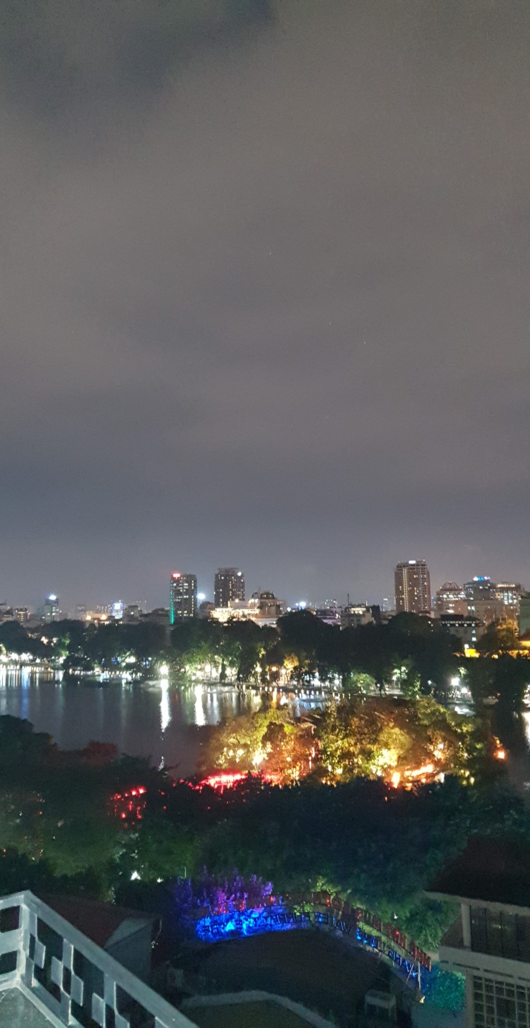twilight-sky-Bar-hanoi-2019.jpg