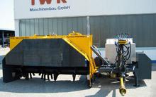 Großzügig dimensionierte Gummi- vorhänge um Ihren Traktor zu schützen (Standardausstattung) Externer Steuerblock für Traktoren mit wenigen Steuergeräten (Option)