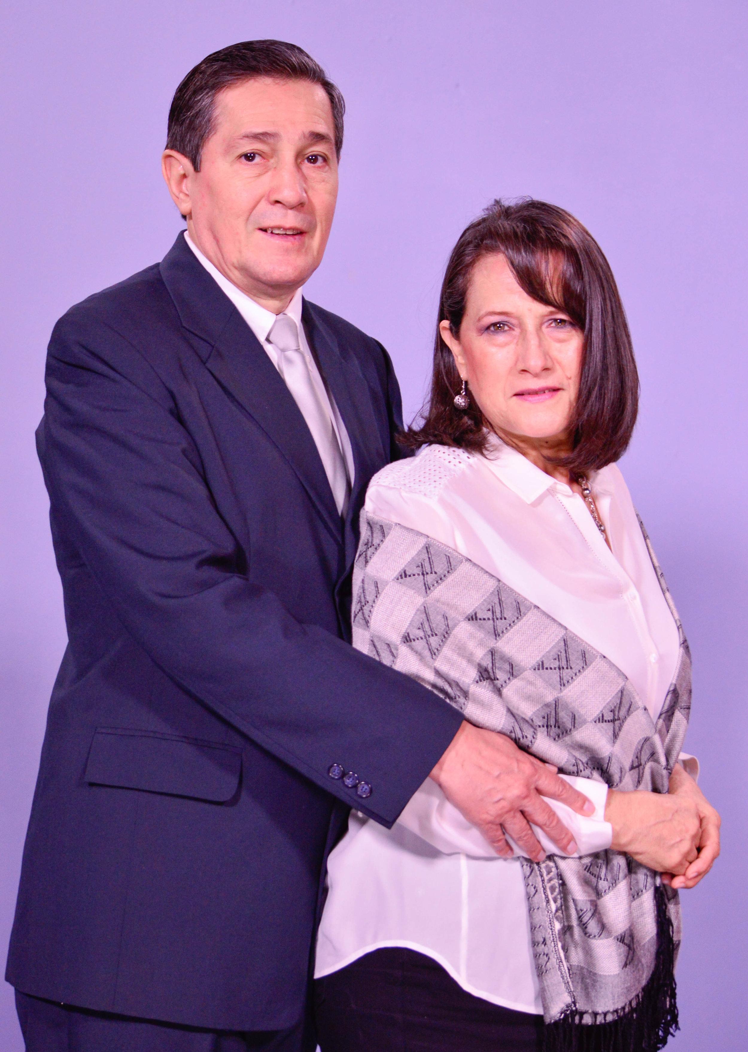 Pastores Mauricio y Carolita Ardón
