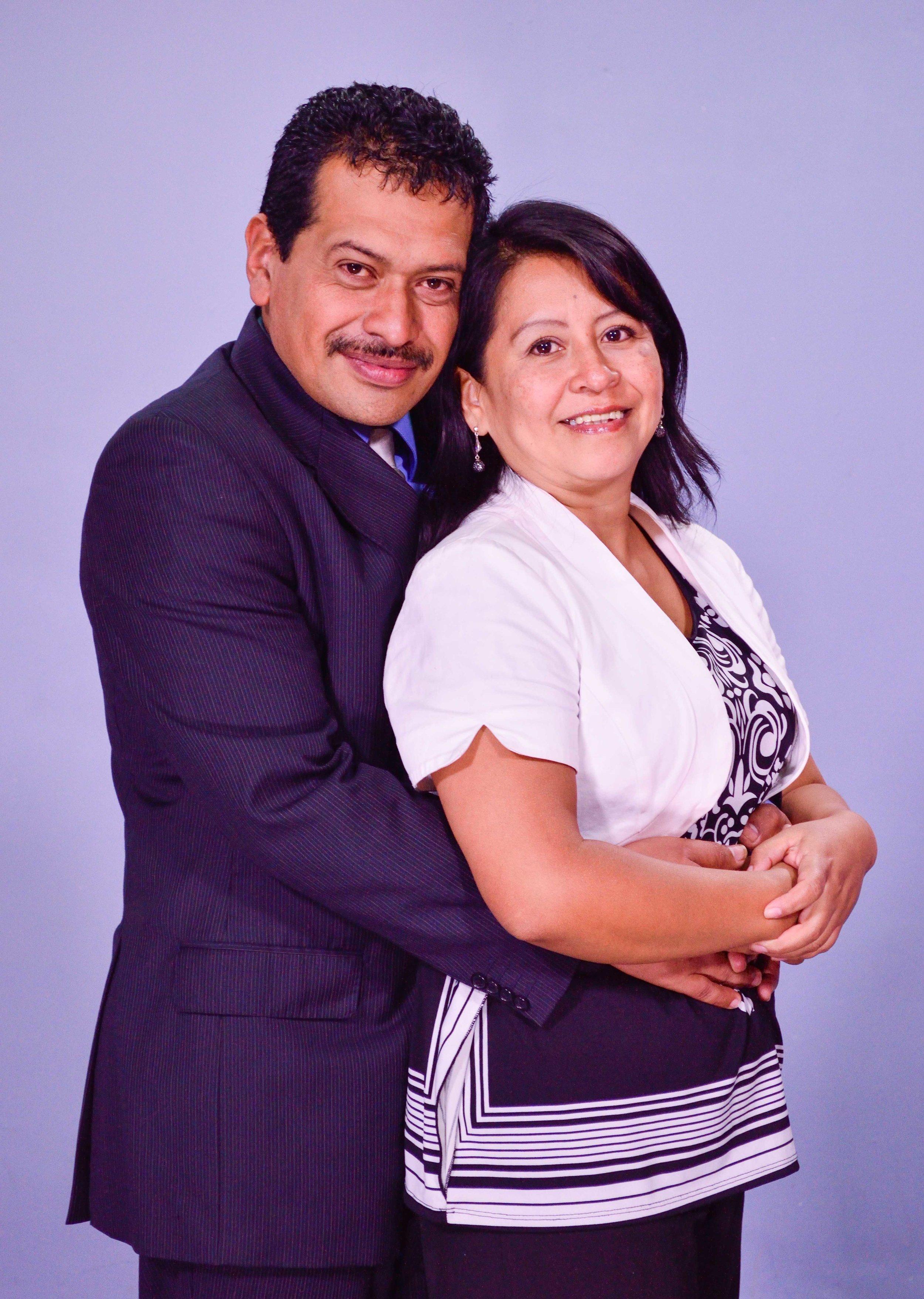 Pastores Mario y Yuly de Méndez
