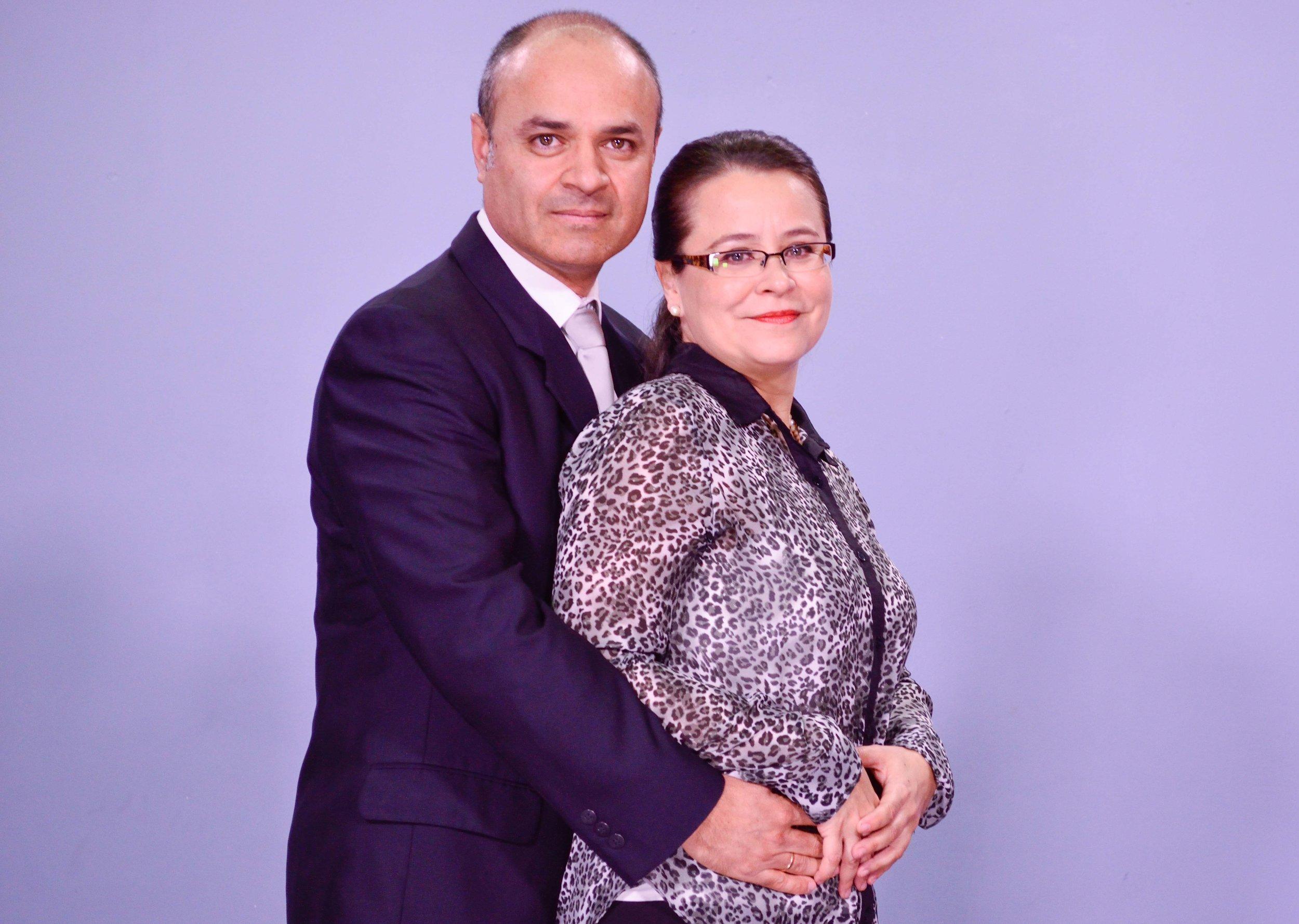 Pastores Ricardo y Maggy de Guillén -  Ayuda Social