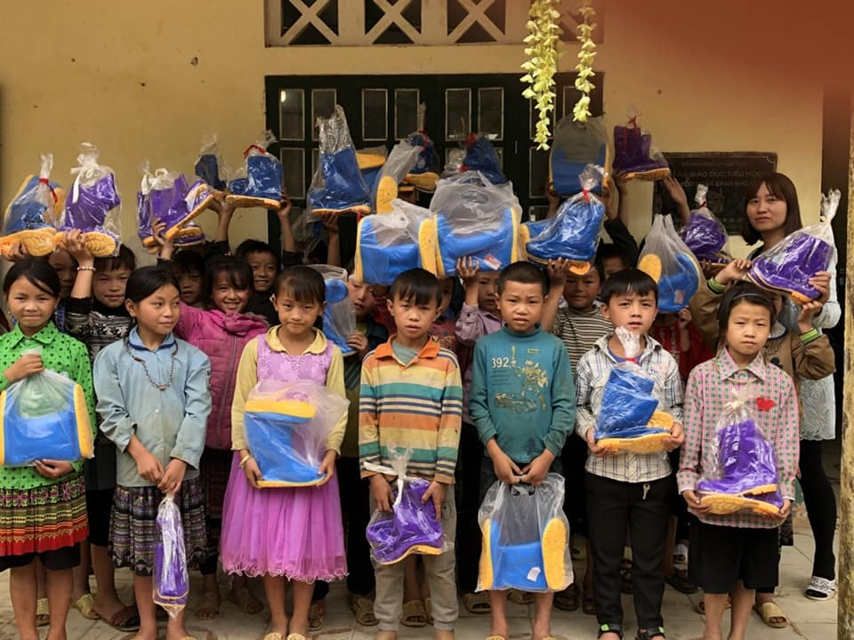 Students in San Sa Ho 1 Primary school with their new rain boots
