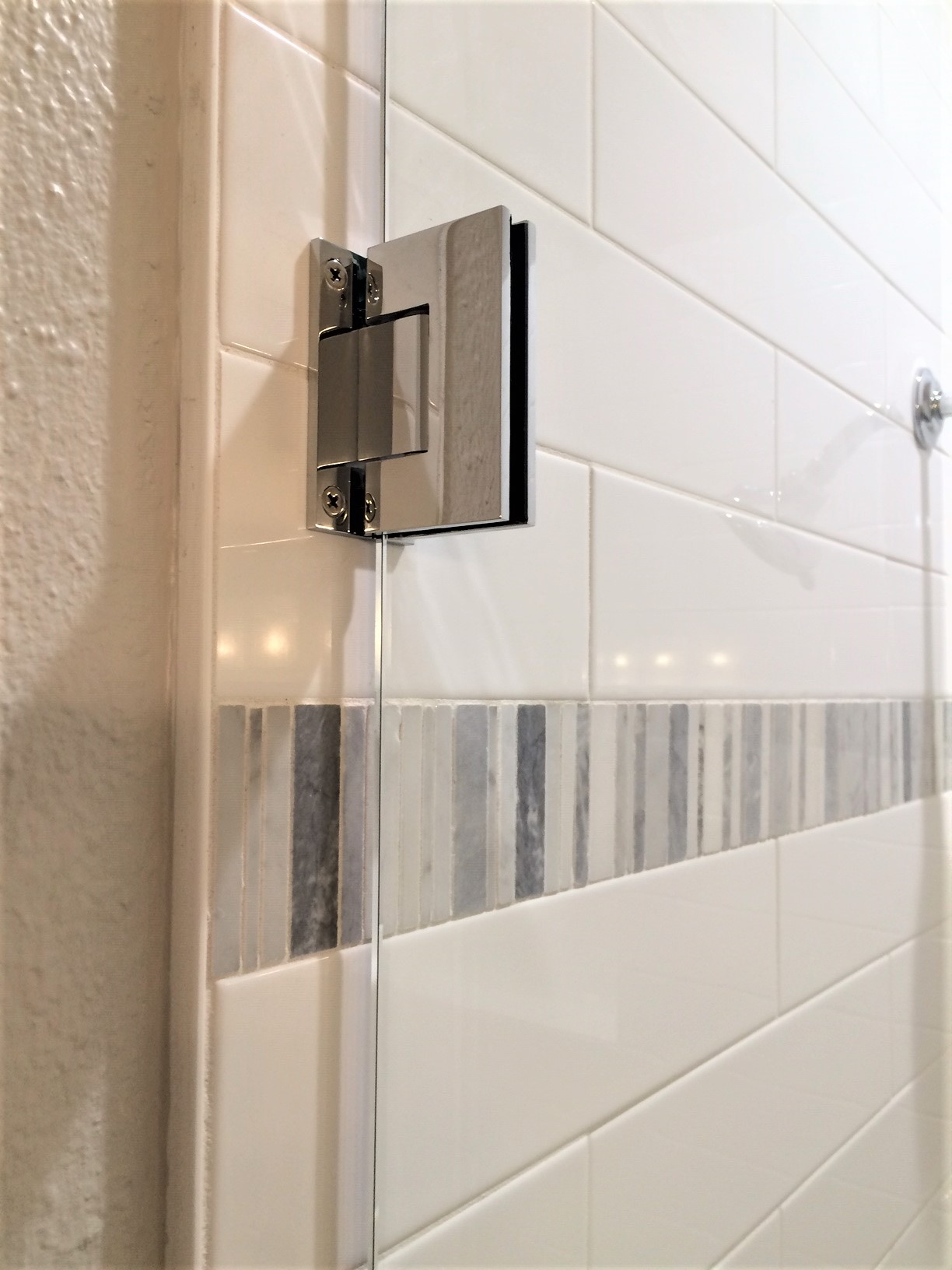 "Clip hinges give a clean look through the 3/8"" tempered shower enclosure glass door."
