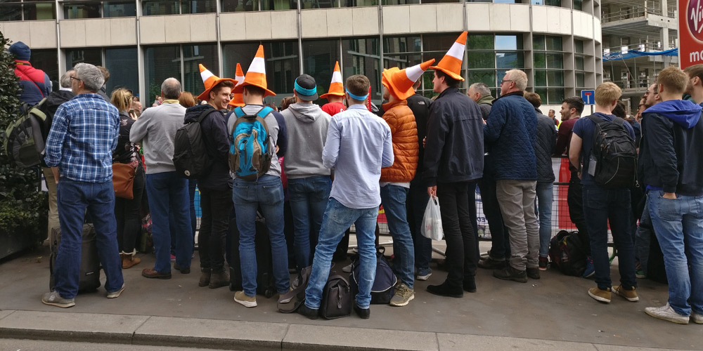 Fancy dress hats for spectating might well be a good idea - easy for your runner to spot you!