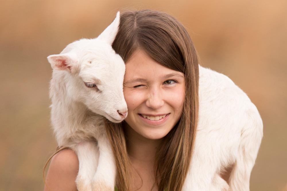 lamb-girl-loris-farm-photography