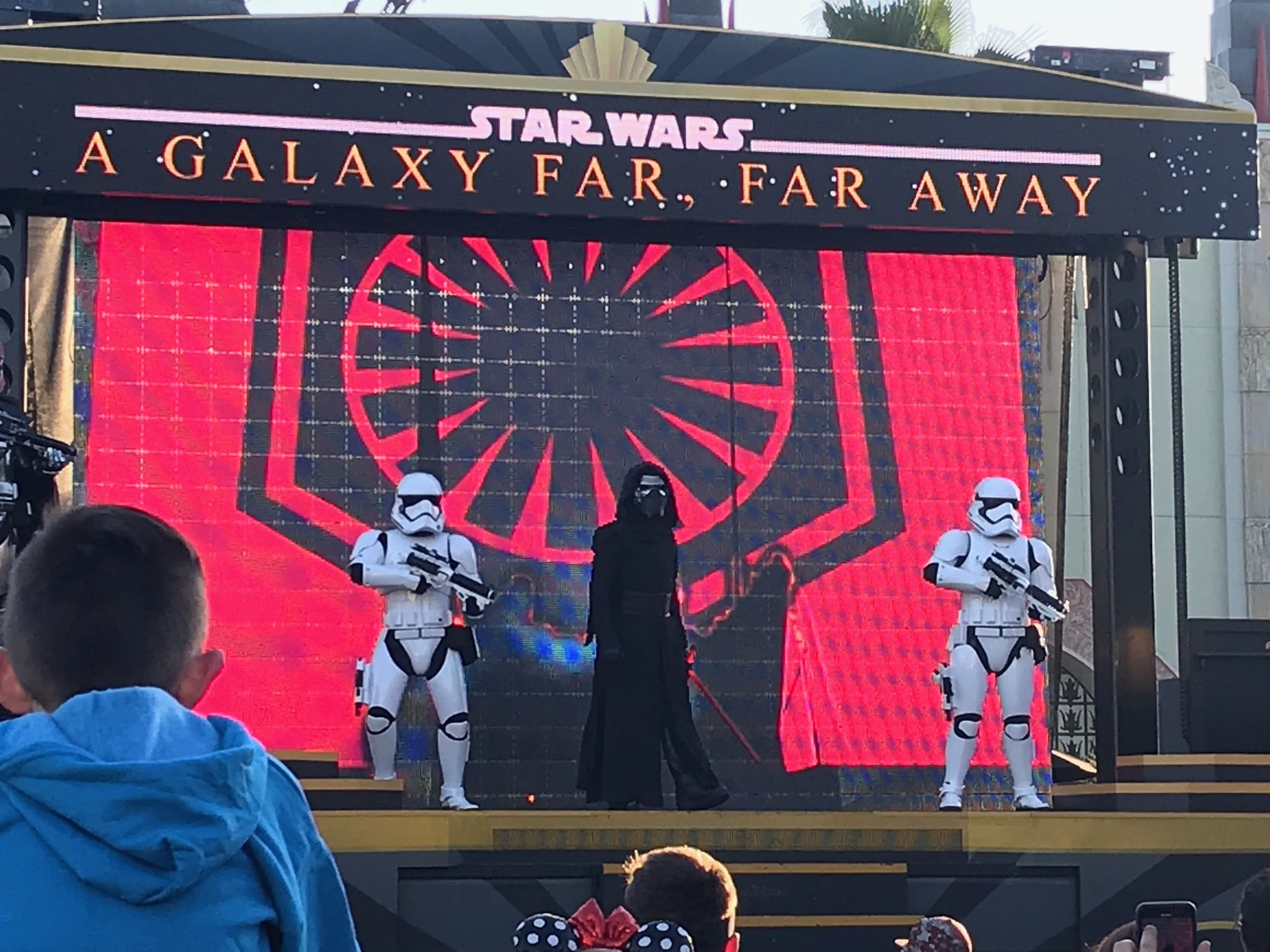 Hollywood Studios is packed to the gills with Star Wars paraphernalia these days. Can't imagine why.