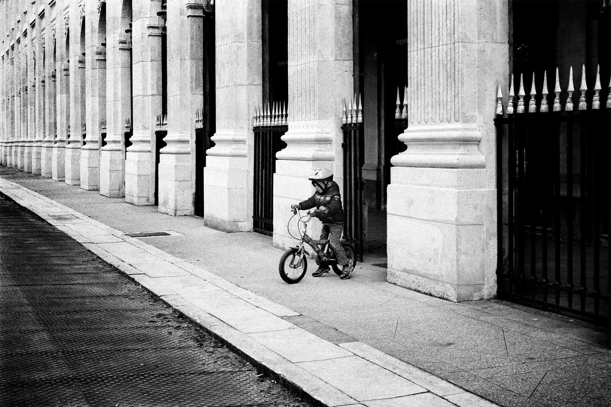 Maud WALAS Street Photography PARIS 18.jpg