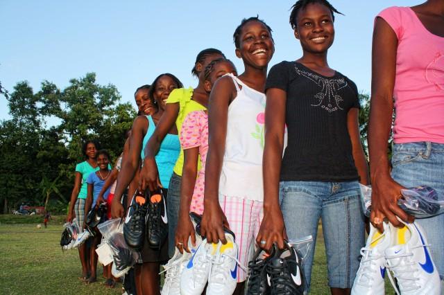 Carrefour Croix girls