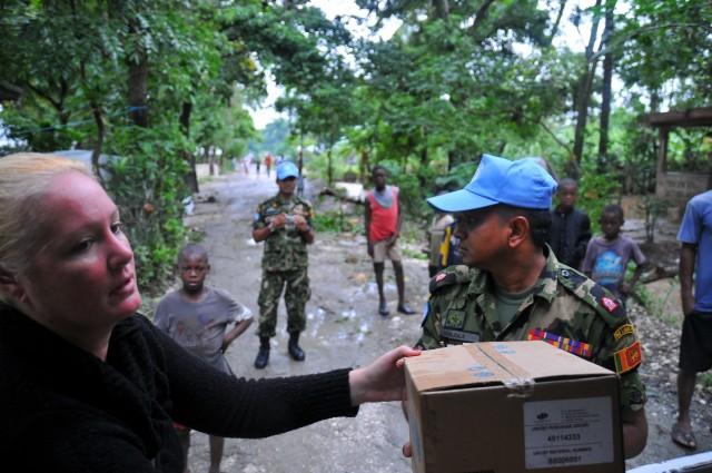 Jolinda, Sri Bat and UNICEF hygiene kits (by Chris Baird)