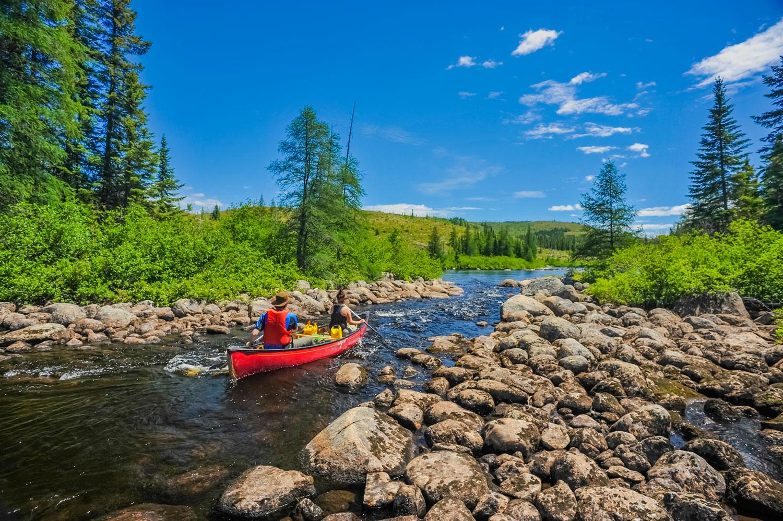 Activités nautiques - Le charme de Charlevoix repose en grande partie sur ses imprenables rivières, lacs et étangs, où se réjouissent les passionnés de loisirs nautiques pendant la haute saison.