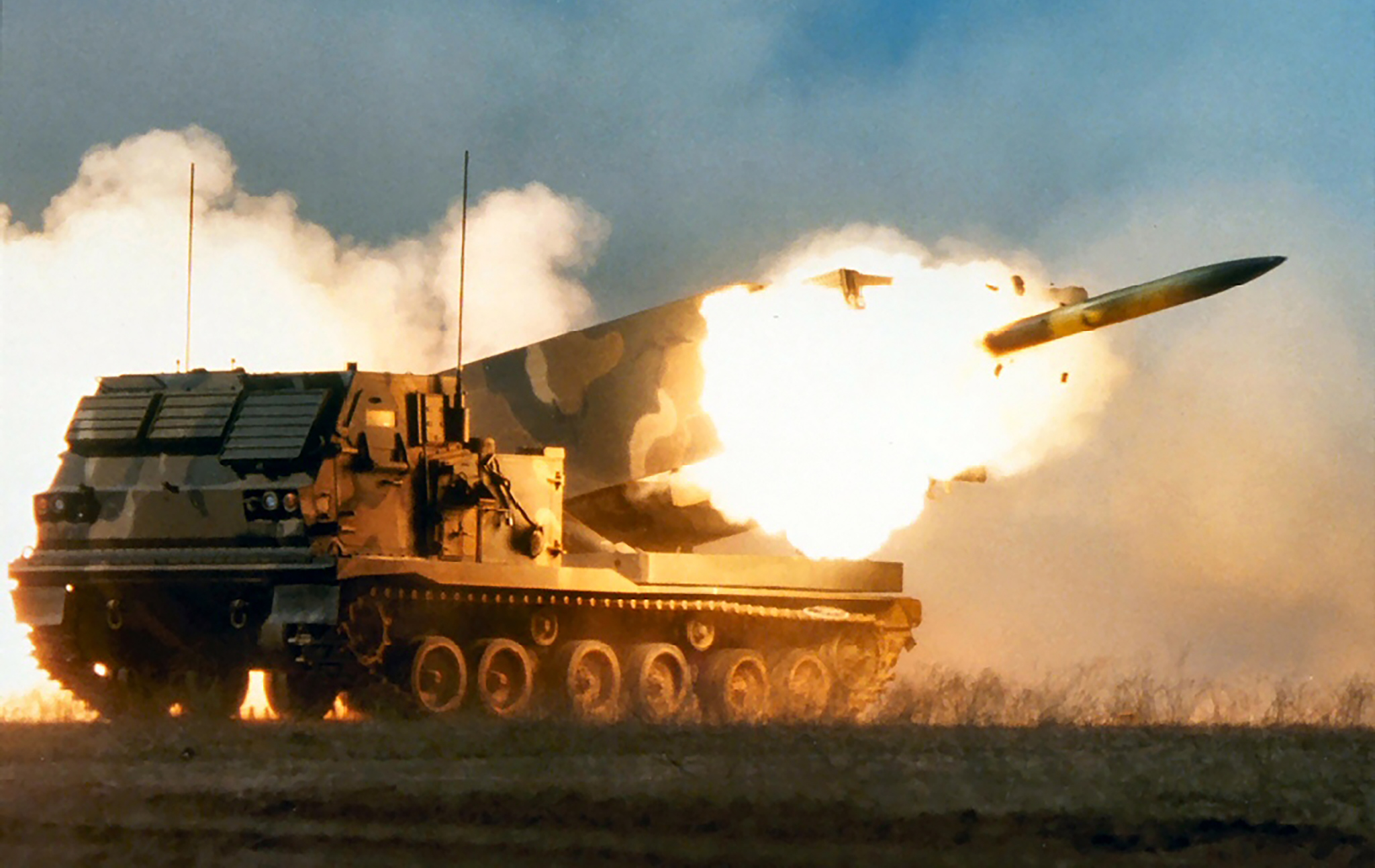 military_artillery_vehicles_rocket_desktop_1024x768_hd v2-wallpaper-890279.jpg