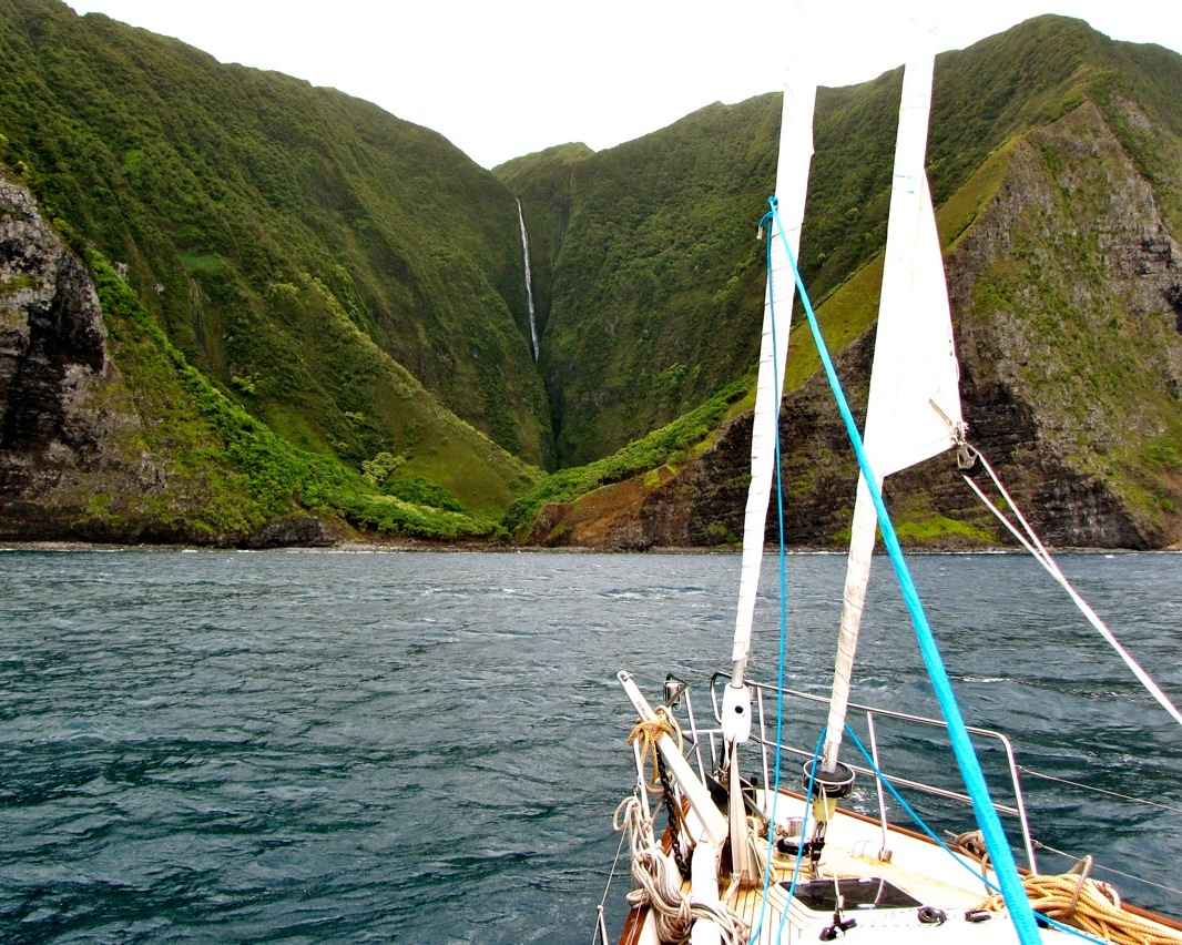 halawa_valley_molokai_810.jpg