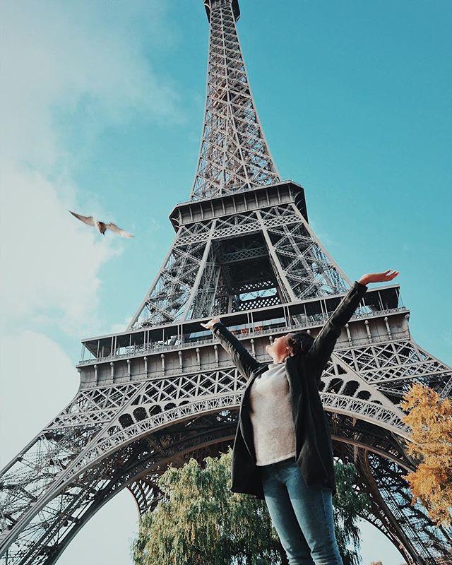 I thought I was about to get impaled by this bird. Made it to Paris!      #travelblogger #digitalnomad #entrepreneur #flashesofdelight #justgoshoot #france #traveleurope  #doyoutravel #wonderfulplaces #openmyworld #bloggersofinstagram #thattravelblog #bloggerlife #travelpreneur #paris #eiffeltower #architecture #architexture #vsco #melanin #girlswithtattoos #parisfrance #paris🇫🇷 #canonm100 #canon