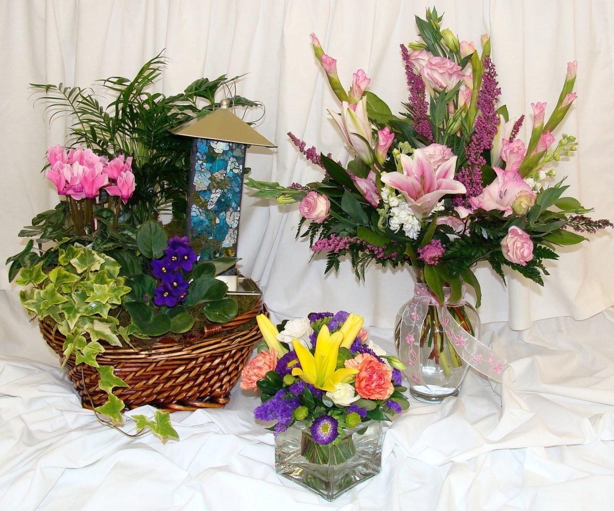 FloralArrsPlantBasketSs.jpg