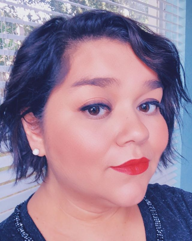 I rarely wear a true red lip. My lip color go-to's are pinks, berries, and purples. For me, red always looks too severe and it tends to get all over my face and teeth. 😬 . . But in today's mail there was an @Influenster package with a sample of @myshiseido ModernMatte Powder Lipstick and I had to give it a try. I went all out and paired it with a little bit of a smoky eye 😂😂😂 So far I love the color and for a matte lipstick, it doesn't feel too drying or flaky. This shade is called Exotic Red how fancy. Yaaaas! #influenster #modernmatte #modernmattemini #visiblefeelsinvisible
