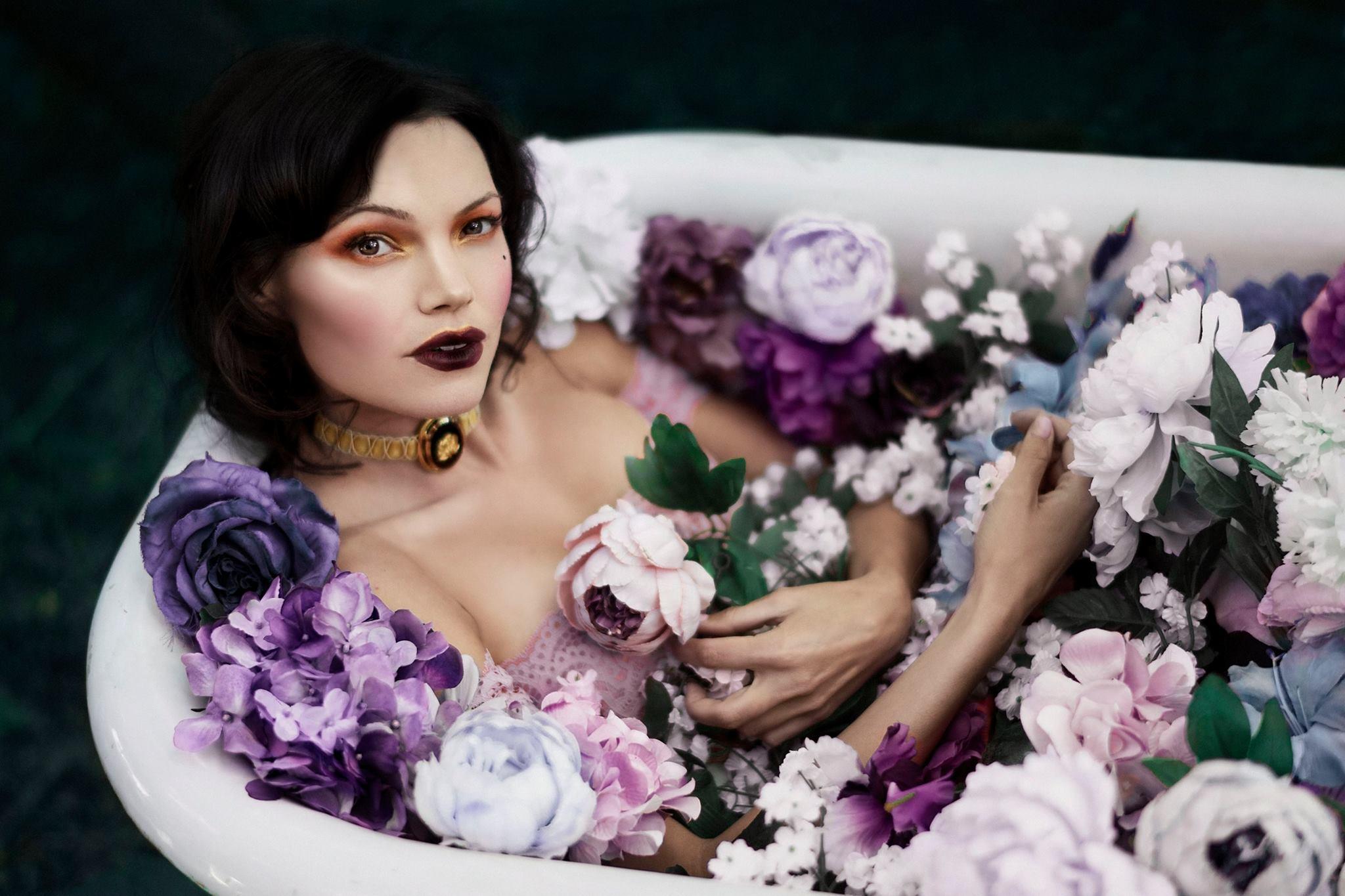 floral clawfoot bathtub.jpg
