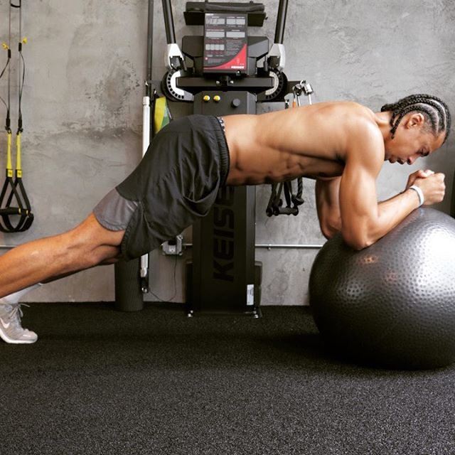 Here is a quick abs routine you can add to your training session! Tag your gym partner and try it out!💪🏾 . 1️⃣Swissball plank roll front and side 15 * 3  2️⃣ Crunches Bosu 15*3 Rest 1 to 2 min  3️⃣ Kneeling Cable Wood chop 10*3 each side 4️⃣Swiss Ball Reverse Roll 10*3 Rest 1 to 2 min  5️⃣Side Plank Dumbbell Rotation 10*3 each side 6️⃣ Reverse Crunches With Swiss Ball . 10*3 (I have also put the full length video on my YouTube channel link in bio )💪🏾 . #absworkouts #abworkout #core #fitness #gymmotivation #personaltrainer #westhollywood #beverlyhills #fitnessfreaks