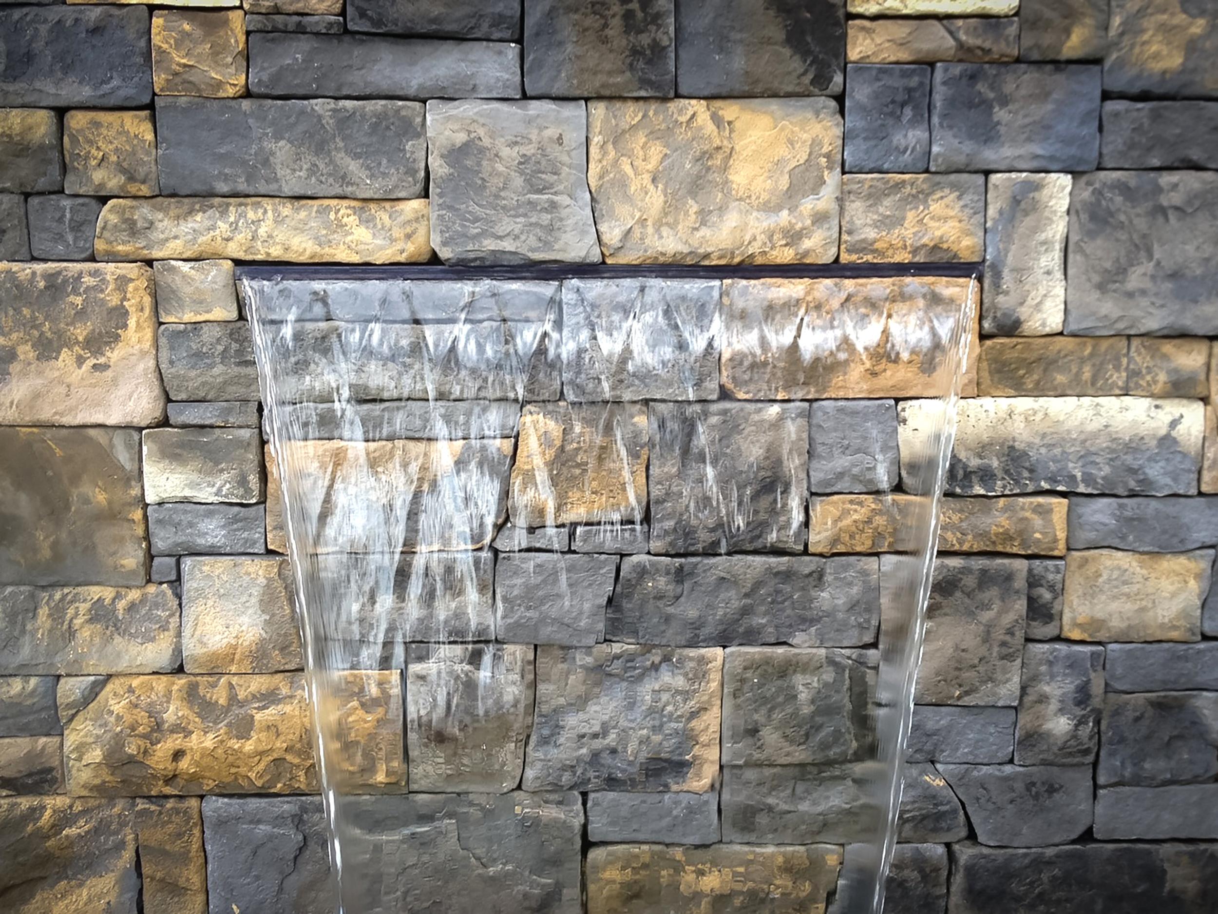 Veneer Stone Wall in Dry Stack Bluestone