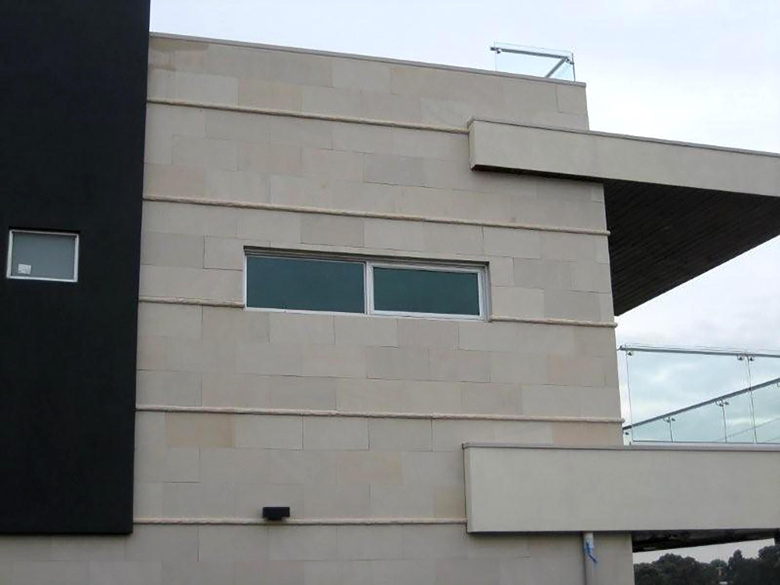 Honed Vanilla Sandstone Wall