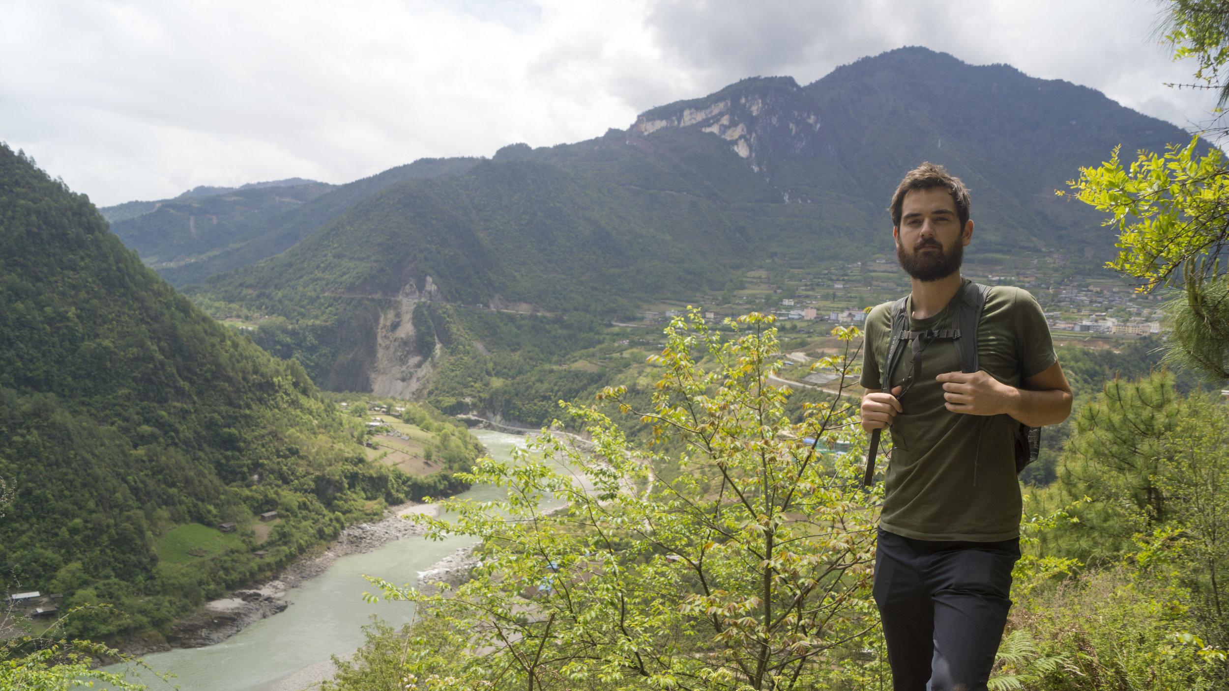 Hiking above Bingzhongluo.
