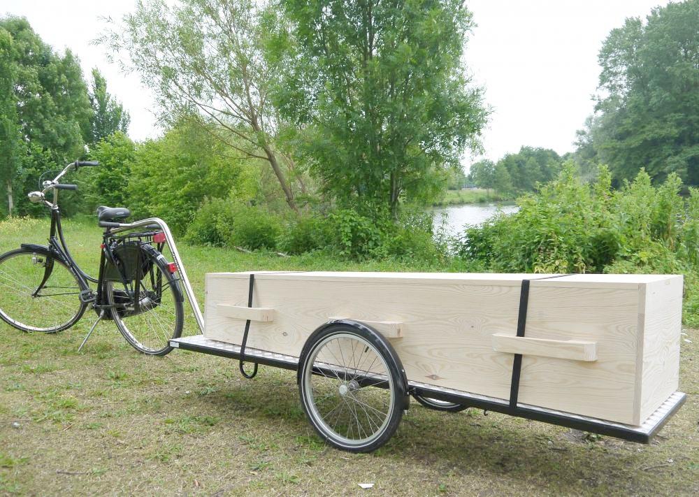 Je mag iemand dus ook op een fiets vervoeren. (foto: derouwfiets.nl)