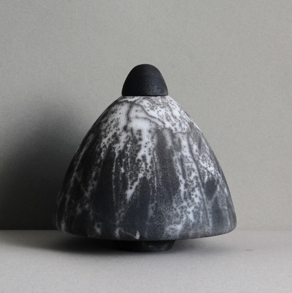 De Naked Raku urnen van  Rita Spaan Krauss