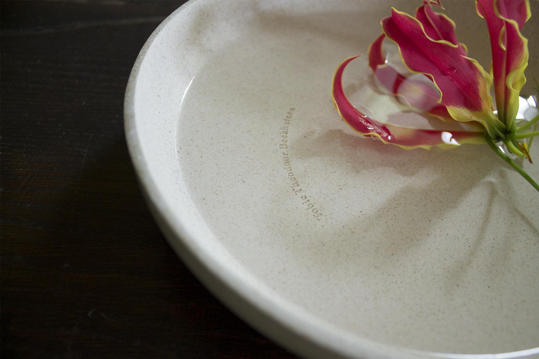Designer  Billie van Katwijk  maakt bone china van crematie-as