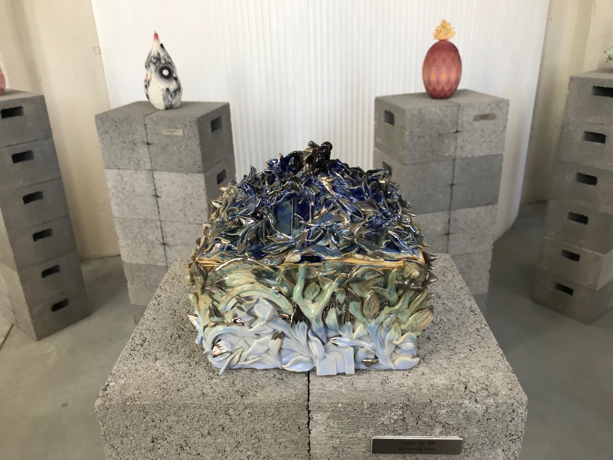 Deze urn van de Zuid-Koreaanse Jungeun Hur kwam ik tegen bij een tentoonstelling van het keramiekcentrum EKWC. Je kunt altijd een bijzondere keramist vragen om een urn naar eigen wens te maken.