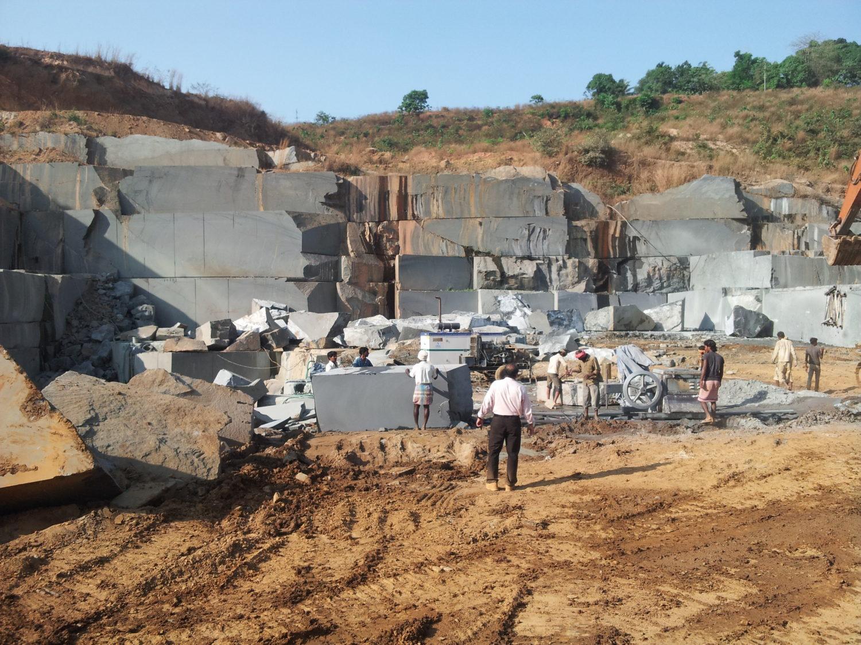 De arbeidsomstandigheden van mijnwerkers in China en India zijn ronduit slecht.