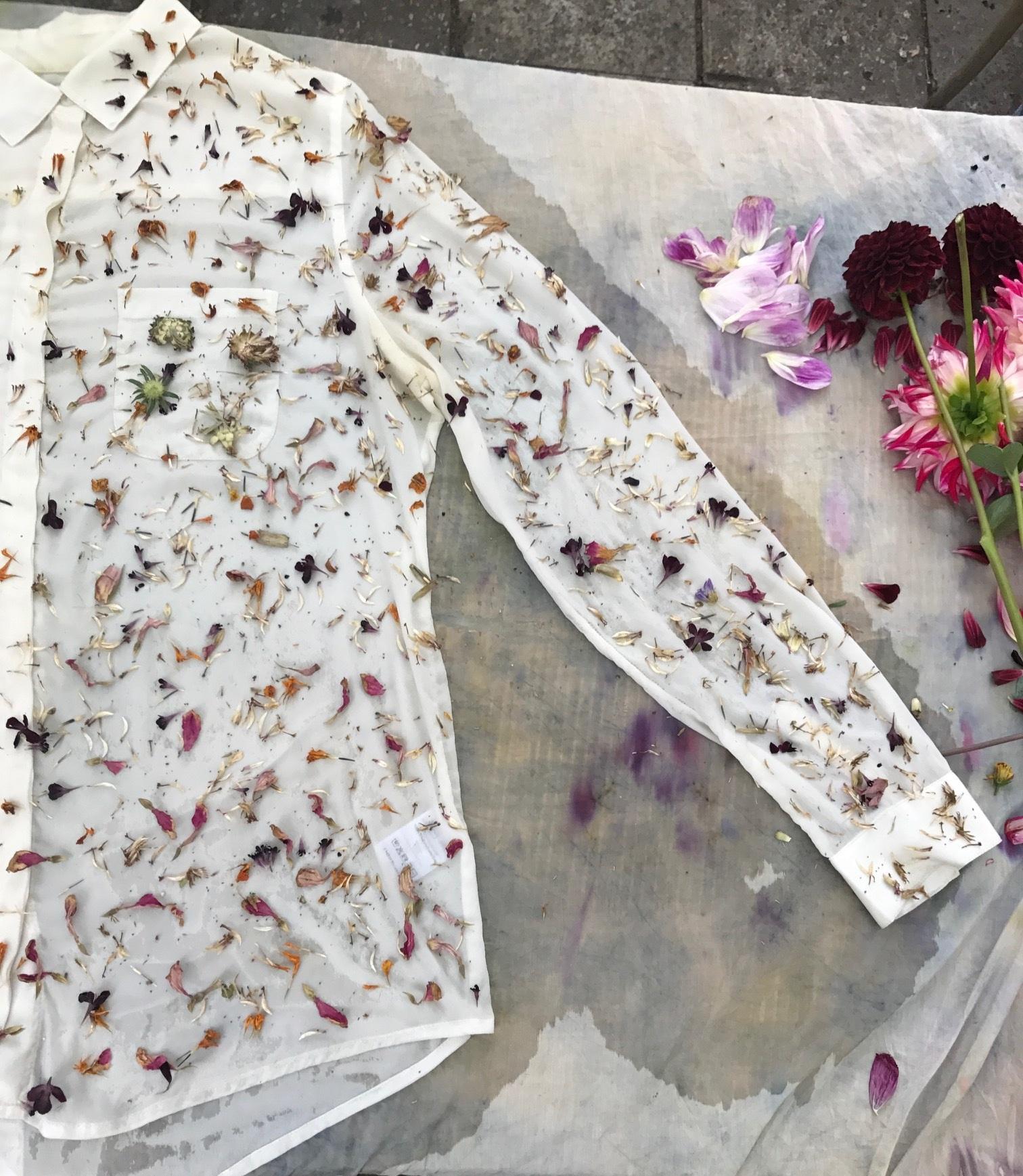 Geef je rouwbloemen een nieuw leven - Het ligt er prachtig bij tijdens de ceremonie, maar wat doe je met al die bloemen na afloop? Graag geef ik je een paar mooie ideeën om je rouwbloemen een langdurigere betekenis te geven.