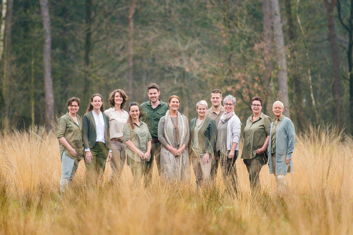 Het team van natuurbegraafplaats Maashorst