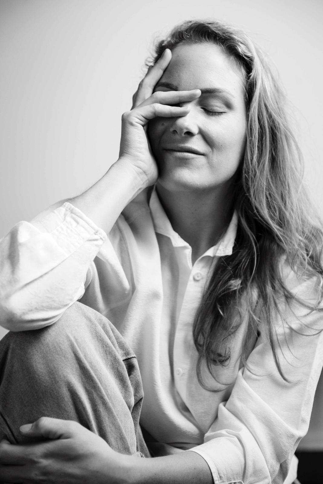 KPN-podcast Vallen & Opstaan met Susanne - Vallen & Opstaan is de nieuwe podcast van KPN voor ondernemers en door ondernemers. Elke aflevering spreekt host Vincent Reinders met ondernemers van bekende en minder bekende bedrijven. Over hun ochtendrituelen, hoop en angst, succes en falen, vallen en weer opstaan. Susanne werd bevraagd over haar besluit om een gouden carriereperspectief bij een bank op te geven voor een bestaan als zelfstandig uitvaartondernemer.