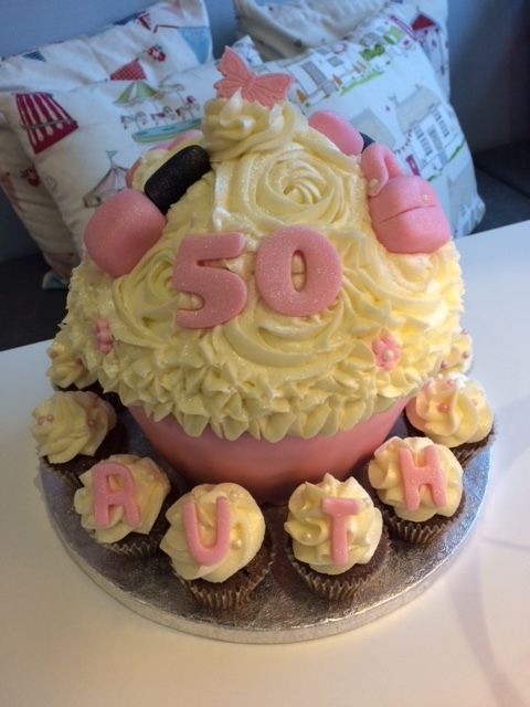 Handbag Giant Cupcake.JPG