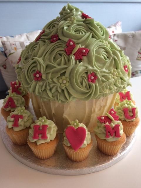 Ellie's Mum Giant Cupcake.JPG