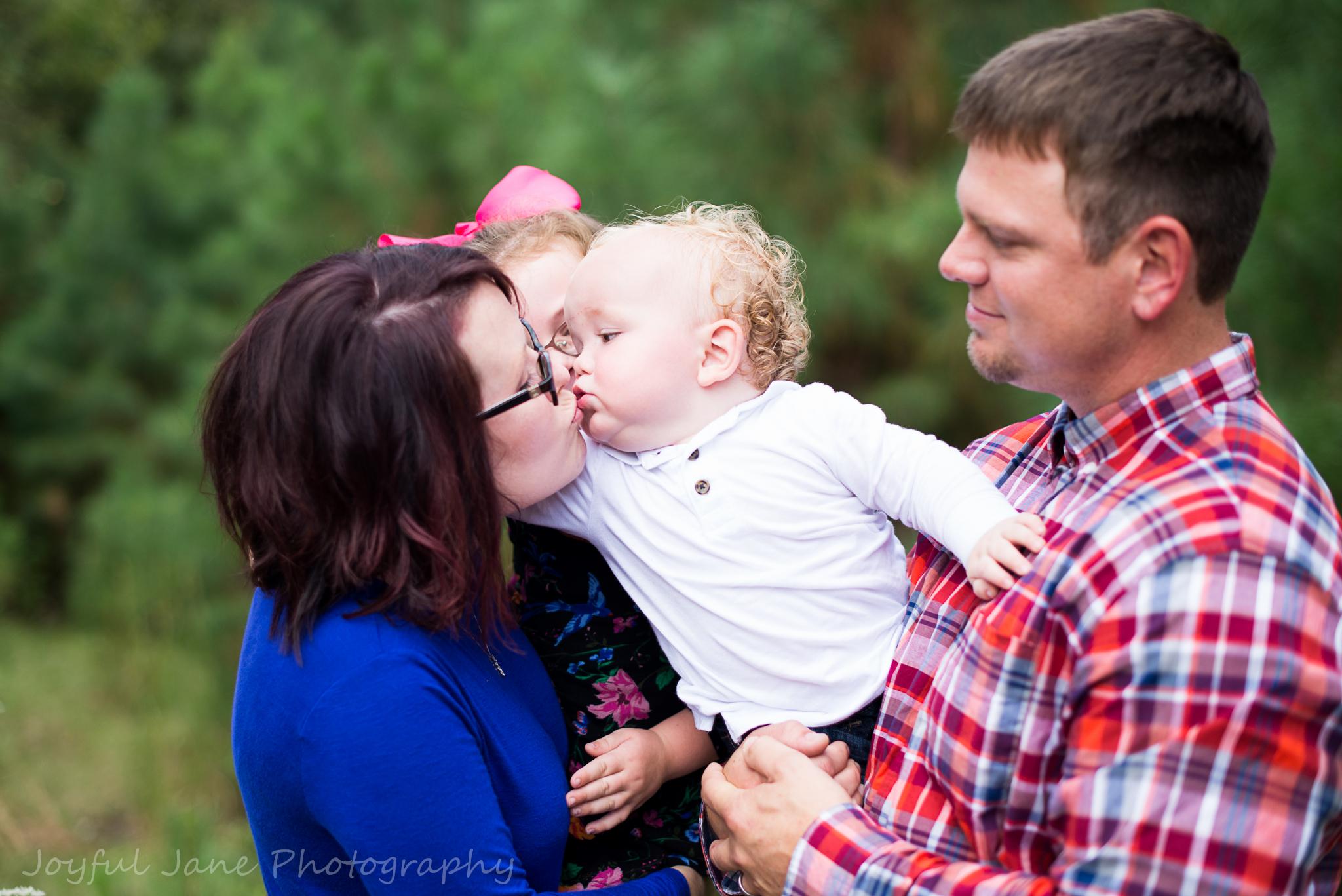 family portaits, baby boy kissing mom