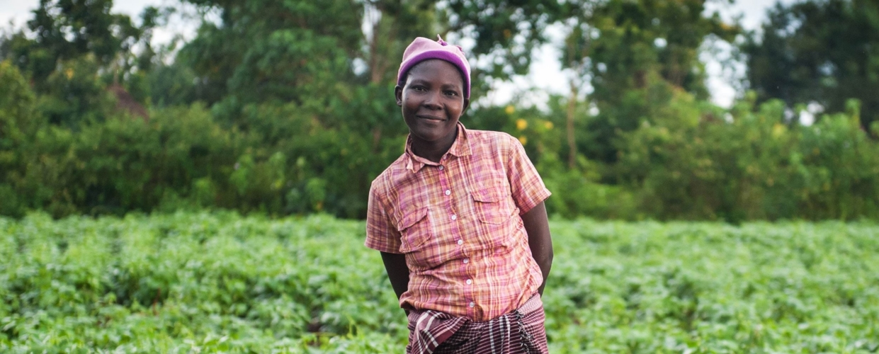 GiveDirectly - CAUSE: GLOBAL POVERTYLOCATION: KENYA, UGANDAGiveDirectly transfers cash to households in developing countries via mobile phone-linked payment services,targeting extremely low-income households.