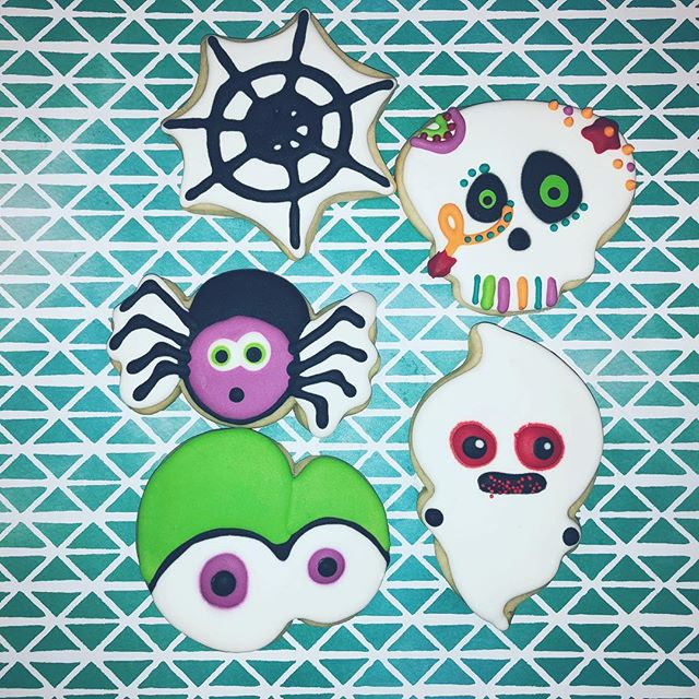 These went out for a party today 🎈 . . . . . #halloweencookies #sugarcookies #ghost #spider #spiderweb #bakersbungalow #dfwbaker #dallasbaker