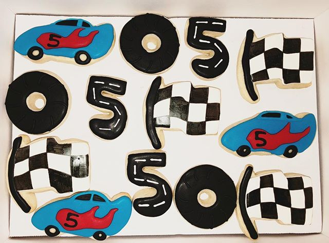 These went to one happy birthday boy today 🏎🎈 . . . . . #raceday #racecar #hotwheels #boybirthday #birthdayparty #sugarcookies #decoratedcookies #bakersbungalow #offtotheraces