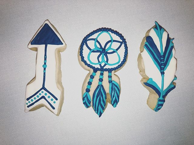 These cuties are headed to a #babyshower today! . . . #babyboy #babyboy💙 #babyshower #babyshowerideas #decoratedcookies #sugarcookies #bakersbungalow #feather #arrow #dreamcatcher