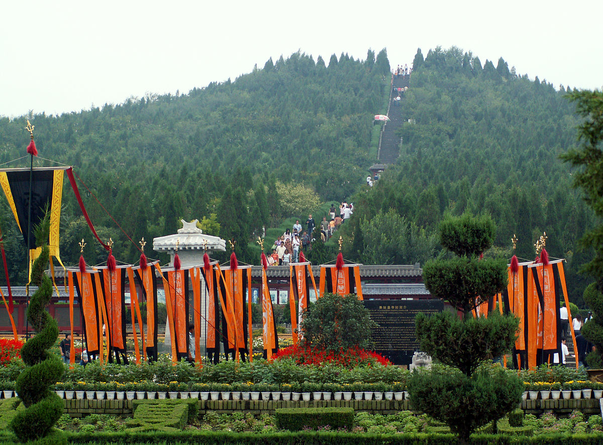 1200px-Tomb_of_Emperor_Qin_Shi_Huang.jpg