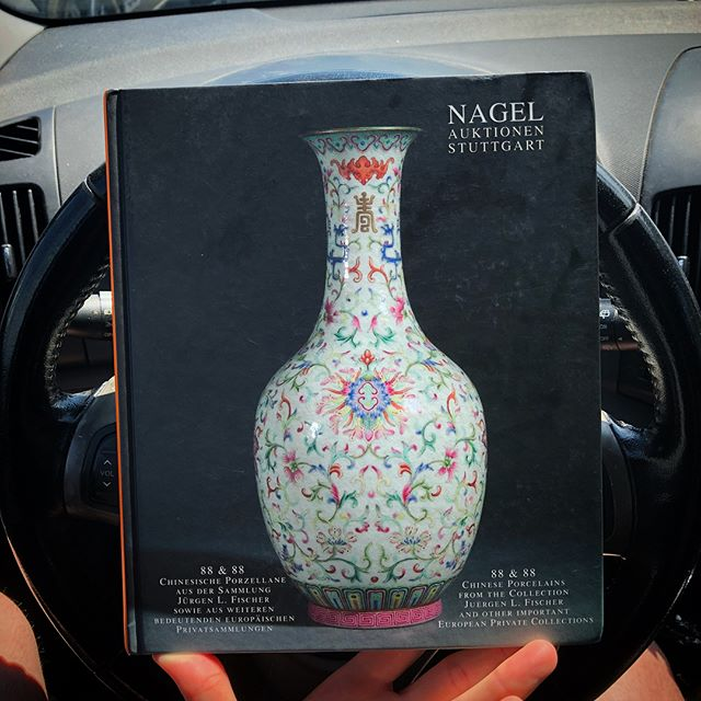 Just picked up a copy of this 2005 Nagel sale catalog because it's got some solid high end 19th and early 20th century Chinese porcelain. Great reference! . . #nagel #nagelauctions #chineseporcelain #asianart #guangxu #hongxian #jurentang #republic #auctioncatalog #referencelibrary #famillerose #blueandwhite #fencai