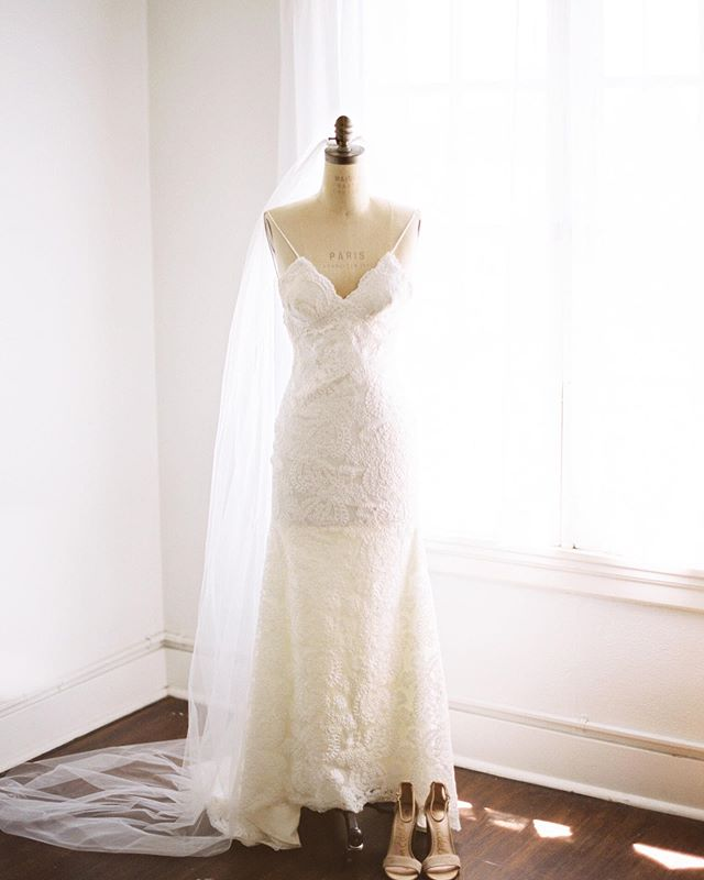 I love when venues have accessories to play with, like this gorgeous & timeless mannequin, perfect for the proper display of any bridal gown. . . Oh! Does that say Paris? (..cue dreaming..) . . Photo: @rachelowensphoto  Planning: @milkeventsco  Floral: @deflorala  Video: @love_is_wed  Cake: @susiecakesbakery  Venue: @ebelloflb  Dress: @katiemaycollection  Film processing: @photovisionprints  #contax645 #fuji400h #photovisionprints