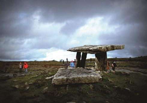 Ngôi mộ đá nổi tiếng ở Burren