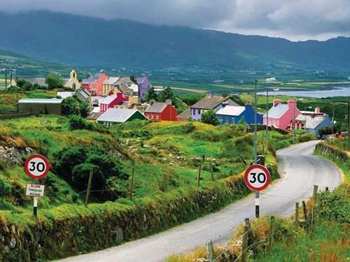 Một làng nhỏ ở nông thôn Ireland