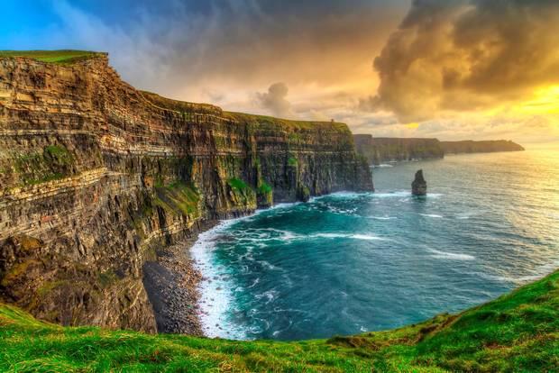 Cliffs of Moher mỗi năm đón 1.2 triệu khách du lịch