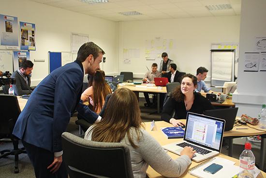 Ở trường CIT, sinh viên có ý tưởng khởi nghiệp được hỗ trợ để phát triển sản phẩm. CIT cũng là trường có liên kết với Đại học Kinh tế Đà Nẵng. Ảnh: Khoa Nguyễn