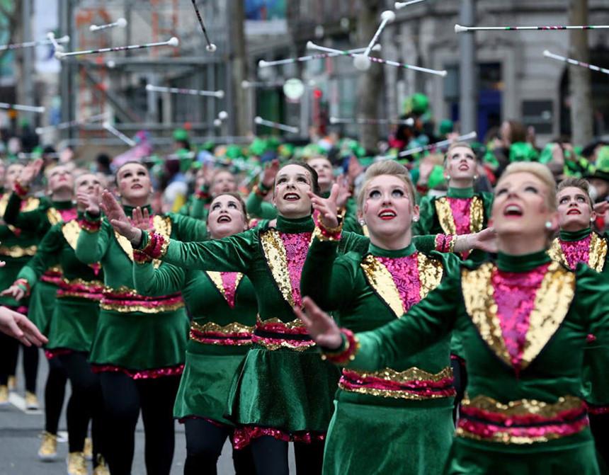 Những người biểu diễn trong đoàn diễu hành tại Dublin, Ireland (Nguồn ảnh: Getty)