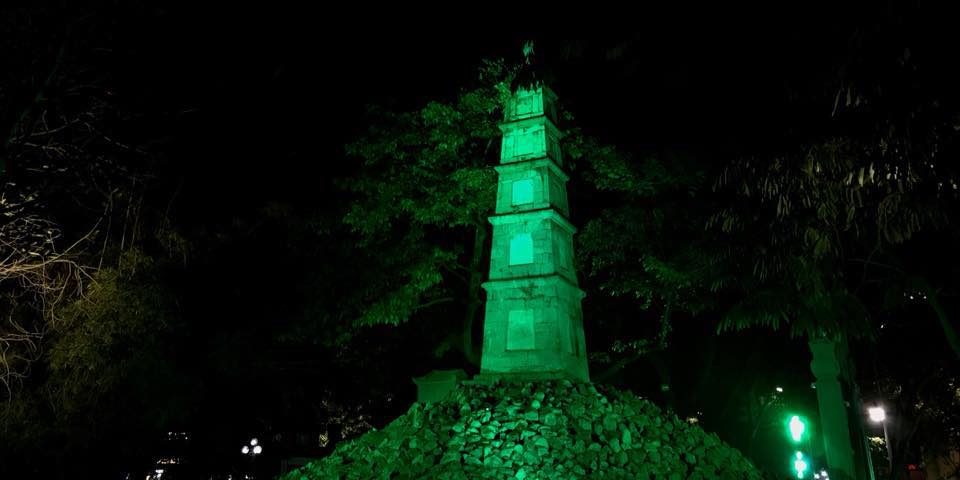 Năm 2018, Tháp Bút tại hồ Hoàn Kiếm nhuộm xanh nhân ngày Thánh Patrick - Quốc khánh Ireland.